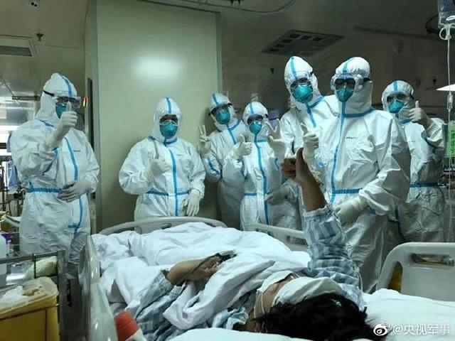 Những hình ảnh chân thực nhất về cuộc chiến của các blouse trắng giữa tâm dịch Vũ Hán - 15