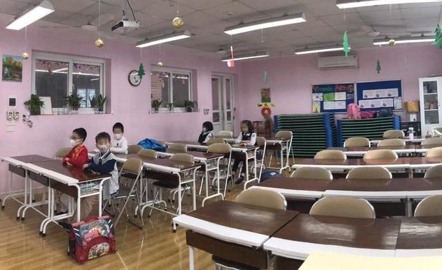 Phòng chống đại dịch virus corona: Trường học ráo riết thông báo, khử trùng, soi thân nhiệt - 2