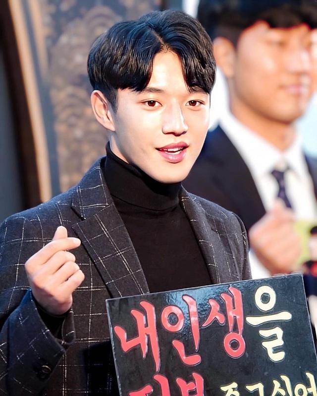 """Cầu thủ được mệnh danh """"đẹp trai nhất Hàn Quốc"""" gây """"sốt mạng"""" dịp đầu năm - 7"""