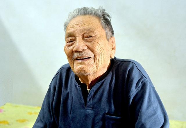 Niềm vui đầu xuân của cụ ông 102 tuổi đời, 75 năm tuổi Đảng - 1