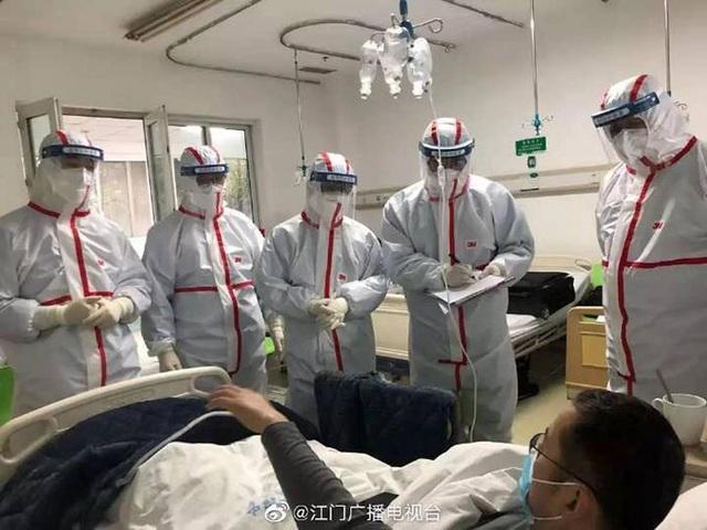 Những hình ảnh chân thực nhất về cuộc chiến của các blouse trắng giữa tâm dịch Vũ Hán - 10
