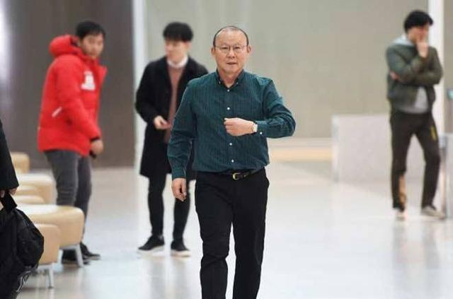 HLV Park Hang Seo trở lại Việt Nam, cảnh giác cao độ với virus corona - 1