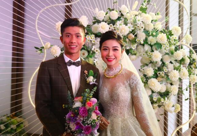 Vừa cưới được 1 ngày, vợ tuyển thủ Phan Văn Đức thông báo đã có tin vui - 1