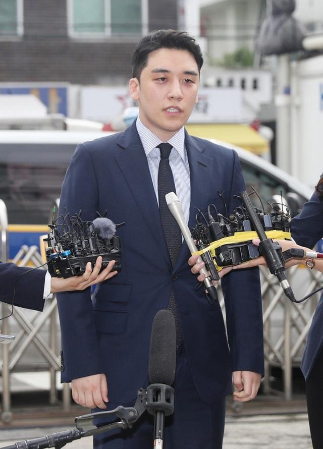 Seungri chính thức bị truy tố tội môi giới mại dâm và đánh bạc - 1