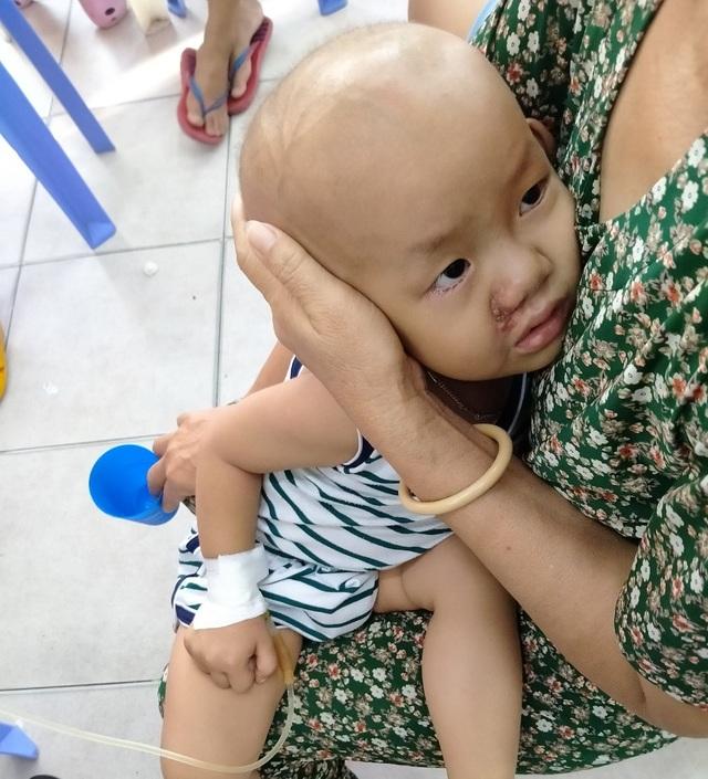 Bé 3 tuổi khóc lạc giọng gọi: Mẹ ơi! mẹ cứu con - 5