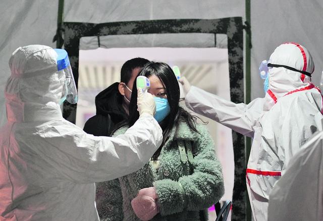 Bác sĩ Trung Quốc đầu tiên cảnh báo về virus corona khi mầm bệnh âm thầm lây lan - 3