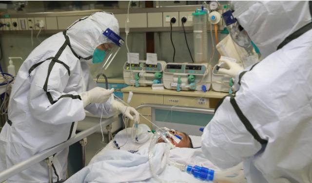 """Bác sĩ giữa """"tâm dịch"""" Vũ Hán: Đóng bỉm làm việc, bị bệnh nhân đe dọa - 2"""