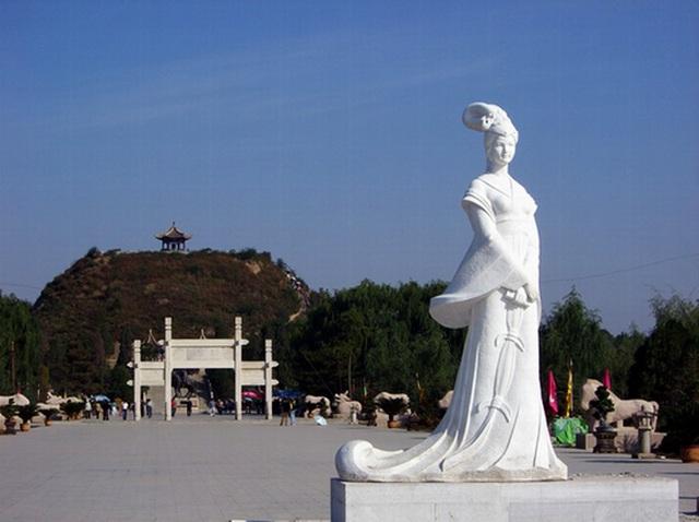Lăng mộ xanh của một trong tứ đại mỹ nhân Trung Quốc - Vương Chiêu Quân - 4