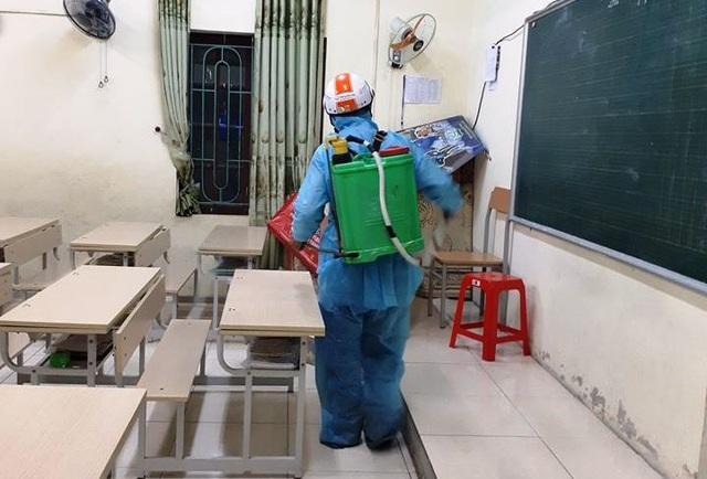 TP Thanh Hóa: Hàng loạt trường học gấp rút phun tiêu độc khử trùng - 2