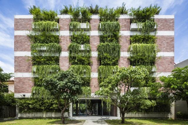 """Tòa nhà 5 tầng """"siêu độc"""" phủ kín cây xanh ở Đà Nẵng, được báo Tây hết lời khen ngợi - 10"""