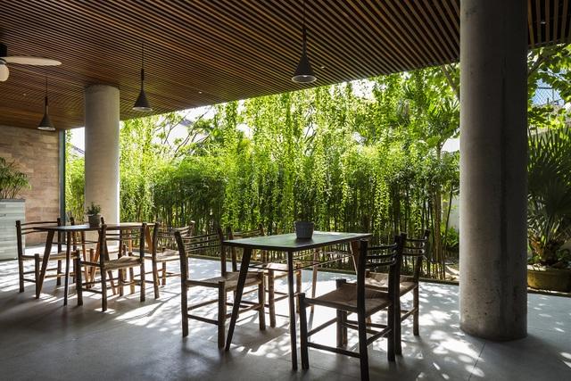 """Tòa nhà 5 tầng """"siêu độc"""" phủ kín cây xanh ở Đà Nẵng, được báo Tây hết lời khen ngợi - 6"""