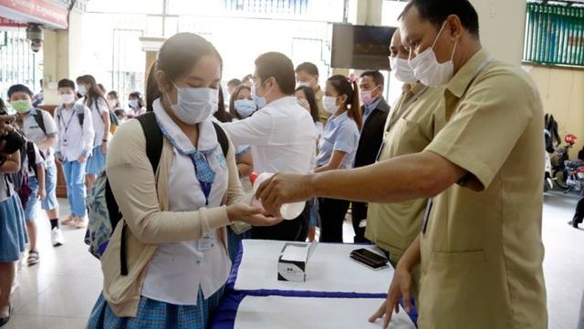 """Bộ trưởng Campuchia: Virus corona """"đầu hàng"""" nắng nóng  - 1"""