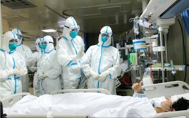 """Bác sĩ giữa """"tâm dịch"""" Vũ Hán: Đóng bỉm làm việc, bị bệnh nhân đe dọa - 1"""