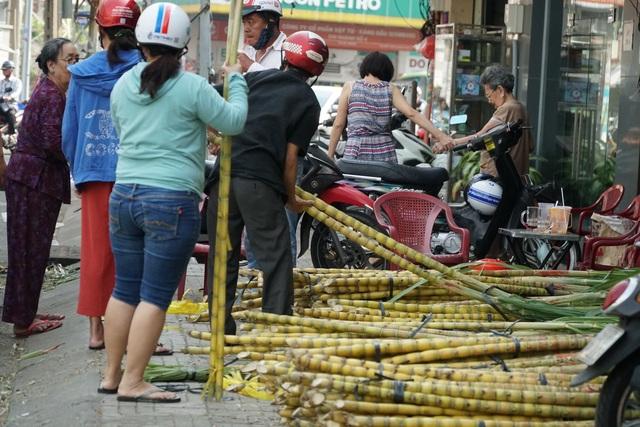 Người Sài Gòn đổ xô mua mía cầu tài đầu năm - 3