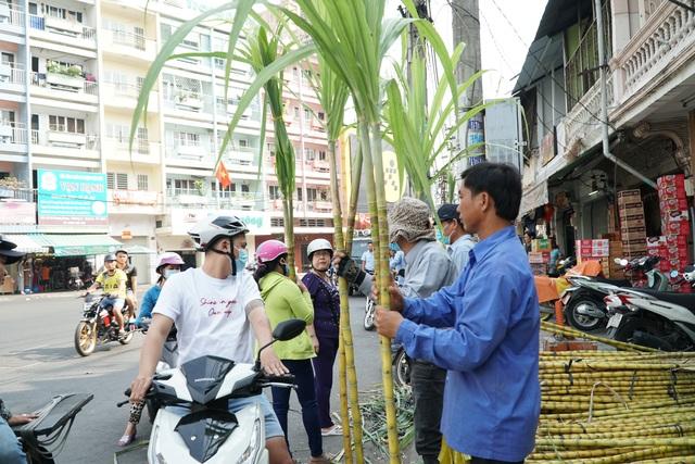 Người Sài Gòn đổ xô mua mía cầu tài đầu năm - 5