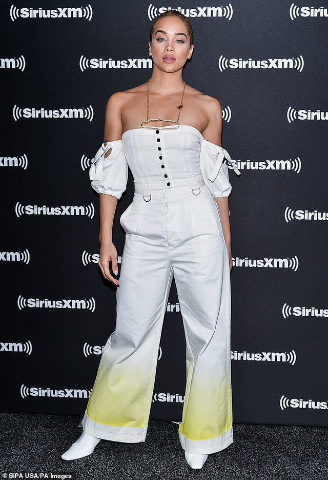 Lizzo tự tin diện váy gợi cảm khoe dáng ngoại cỡ - 10