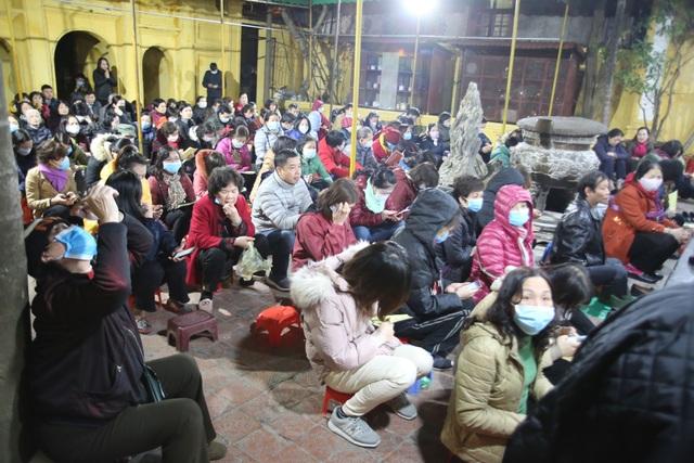 Cảnh tượng chưa từng có: Hàng nghìn người Hà Nội đeo khẩu trang làm lễ cầu an đầu năm - 2