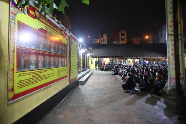 Cảnh tượng chưa từng có: Hàng nghìn người Hà Nội đeo khẩu trang làm lễ cầu an đầu năm - 1