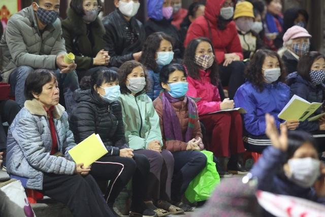 Cảnh tượng chưa từng có: Hàng nghìn người Hà Nội đeo khẩu trang làm lễ cầu an đầu năm - 6