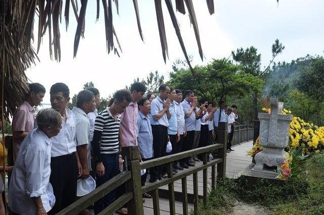 Gia đình Đại tướng Võ Nguyên Giáp tạm dừng đón khách vào dâng hương, viếng mộ - 1
