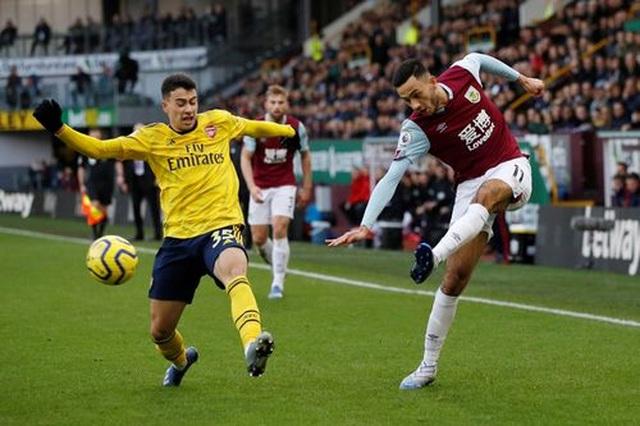 """Arsenal hòa """"hú vía"""" trên sân của Burnley - 1"""