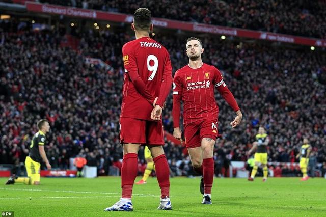 Đại thắng Southampton, Liverpool hơn đội nhì bảng Man City 22 điểm - 2