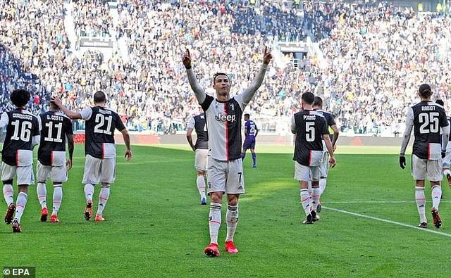 C.Ronaldo không thể ngừng ghi bàn, Juventus xây chắc ngôi đầu - 2