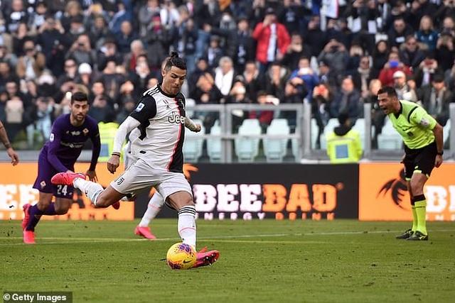 C.Ronaldo không thể ngừng ghi bàn, Juventus xây chắc ngôi đầu - 1