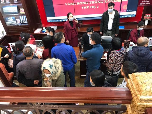 Bảo Tín Minh Châu phát hàng nghìn khẩu trang cho khách hàng mua vàng Vía Thần Tài - 6