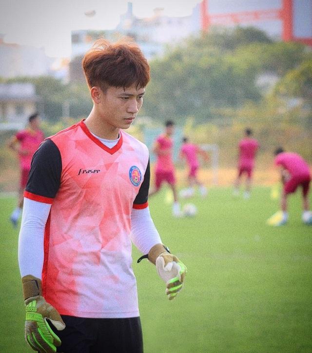 Chân dung chàng thủ thành điển trai thi đấu cho CLB Sài Gòn - 2
