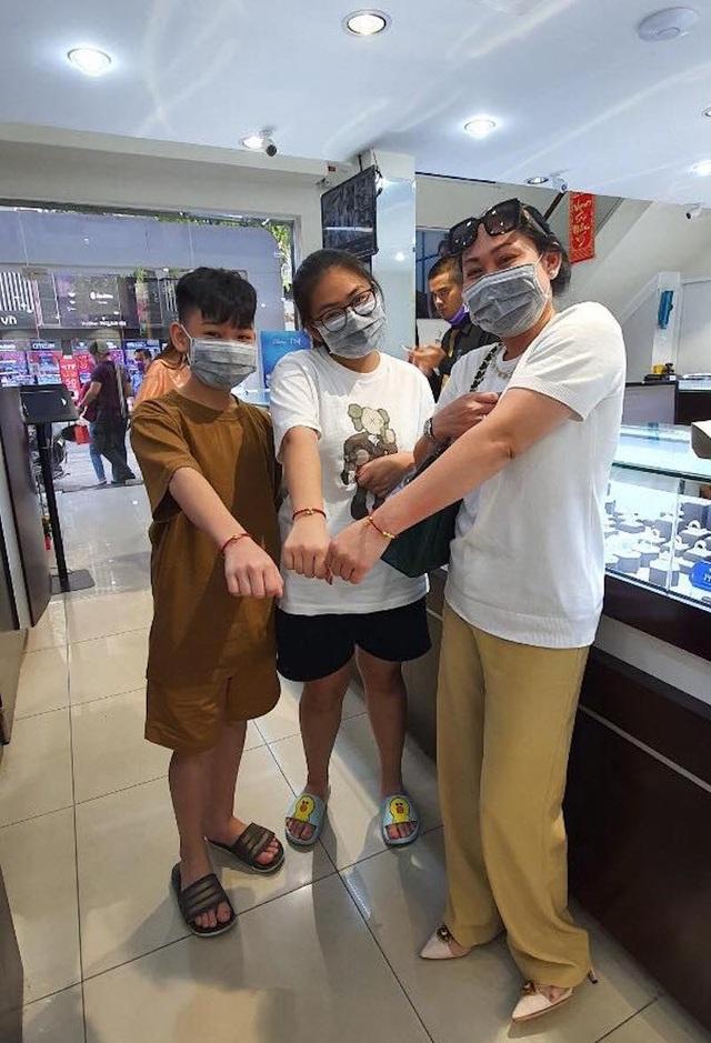 Ngại đông, sợ virus Corona, nhiều người mua vàng vía Thần Tài sớm, chuột vàng... hút khách - 9