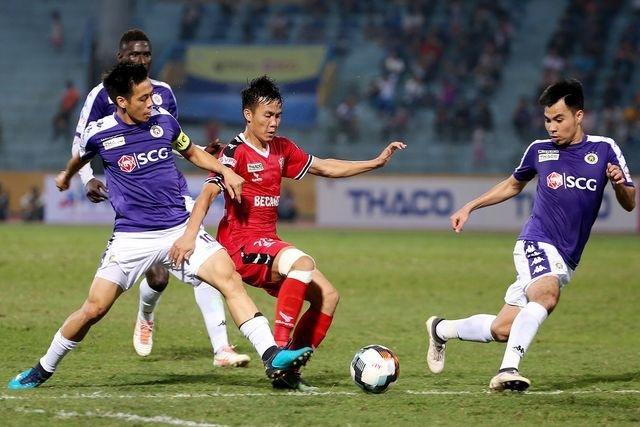 Bóng đá Việt Nam hoãn hàng loạt giải đấu vì virus corona - 1