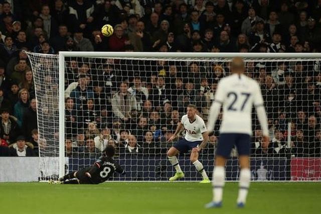 Tottenham 2-0 Man City: Gundogan đá hỏng 11m, Zinchenko nhận thẻ đỏ - 6