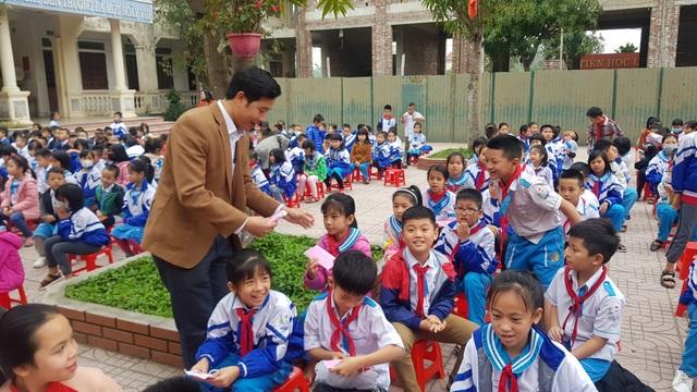 Phát gần 3.000 khẩu trang miễn phí cho học sinh Tiểu học thành Vinh - 3