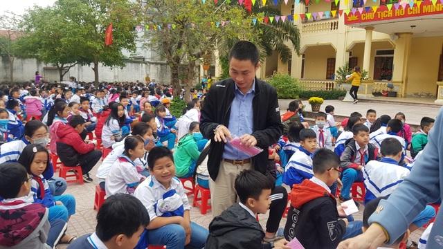 Phát gần 3.000 khẩu trang miễn phí cho học sinh Tiểu học thành Vinh - 4