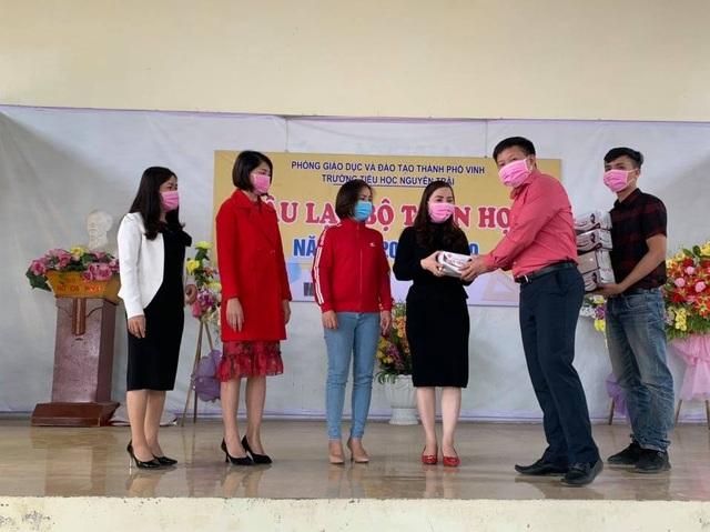 Phát gần 3.000 khẩu trang miễn phí cho học sinh Tiểu học thành Vinh - 5