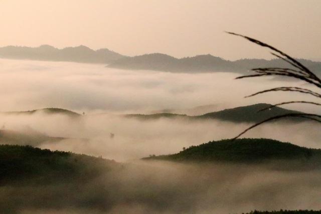 Mây giăng kín như bồng lai tiên cảnh trên đỉnh Giăng Màn - 7