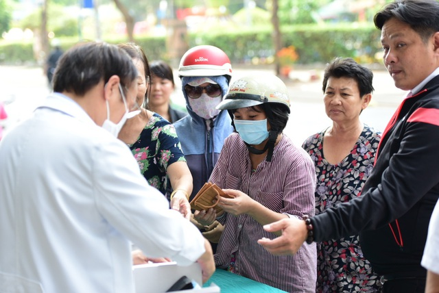 25000 chiếc khẩu trang được phát miễn phí tại Viện thẩm mỹ Siam Thailand - 2