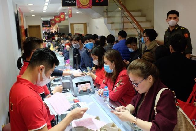 DOJI đã tặng 100.000 khẩu trang Nhật cho khách hàng trong ngày Thần Tài - 2