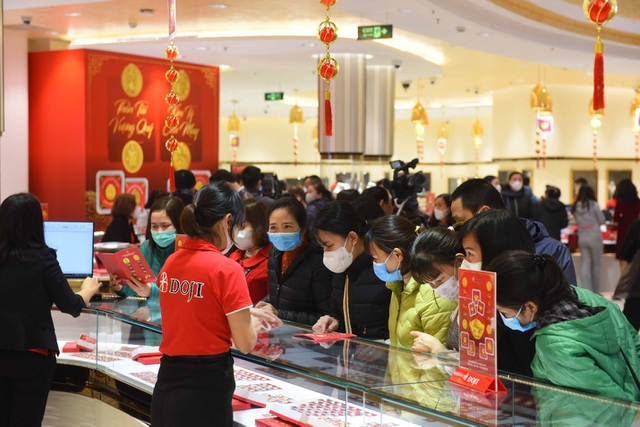 DOJI đã tặng 100.000 khẩu trang Nhật cho khách hàng trong ngày Thần Tài - 3