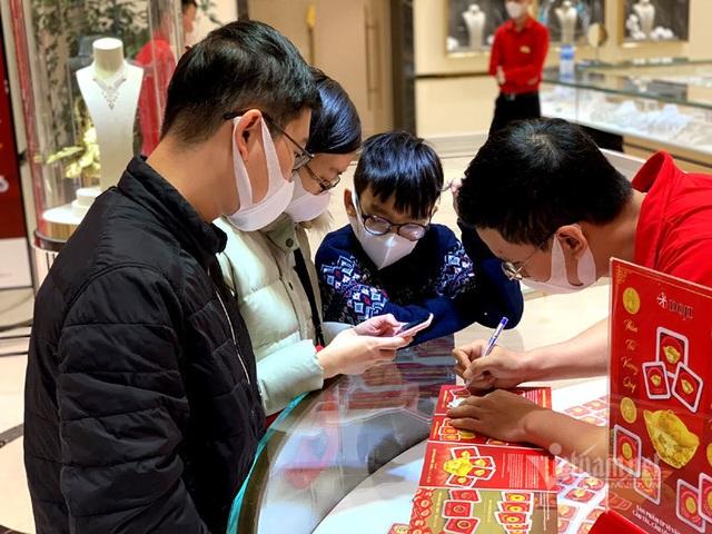 Dồn tiền mừng tuổi 9 năm, 250 triệu mua vàng Thần Tài trữ cho con - 1