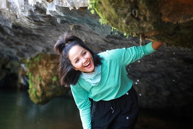 """Hoa hậu H'hen Niê """"hú hồn"""" vì bị trượt té khi thám hiểm hang Sơn Đoòng - 4"""