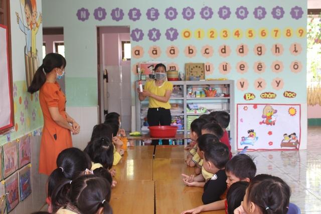 Đắk Nông: Hàng ngàn phụ huynh cho con em nghỉ học vì lo ngại virus Corona - 2