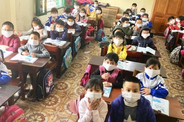 Ninh Bình cho học sinh nghỉ học, phun thuốc khử trùng các trường chống dịch Corona - 1