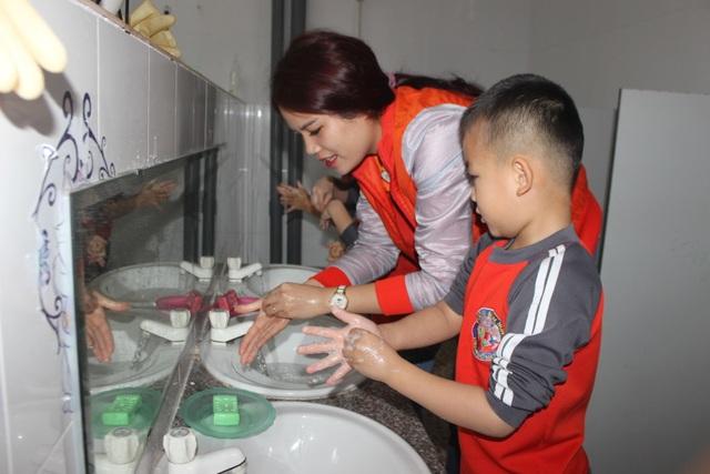 Hà Tĩnh: Hơn 700 trường học vẫn tổ chức dạy học bình thường - 6