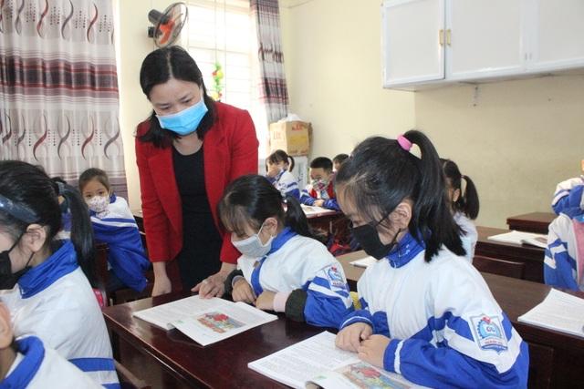 Hà Tĩnh: Hơn 700 trường học vẫn tổ chức dạy học bình thường - 1