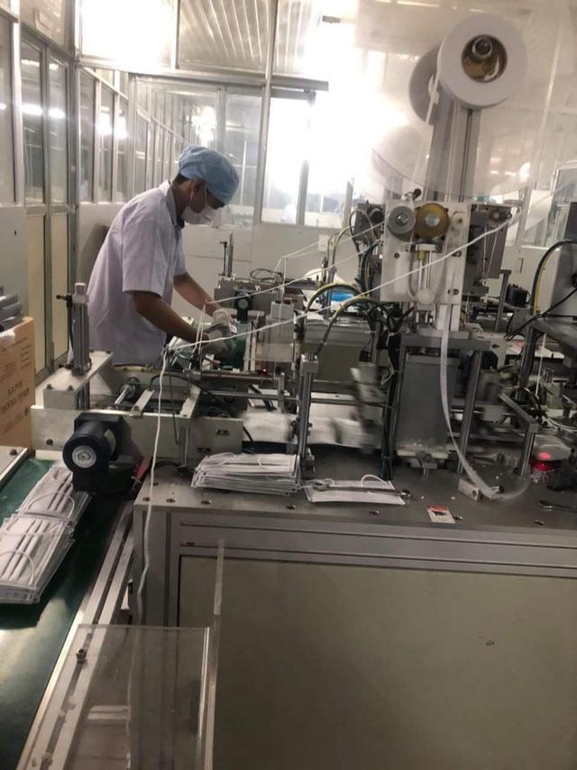 Mục sở thị bên trong các nhà máy sản xuất khẩu trang tại Việt Nam - 5