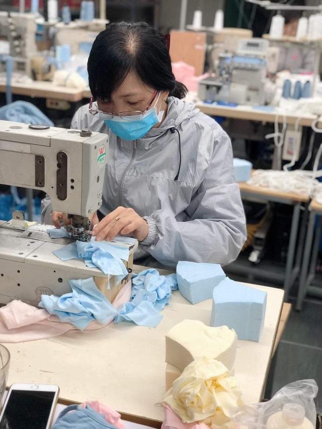 Mục sở thị bên trong các nhà máy sản xuất khẩu trang tại Việt Nam - 6