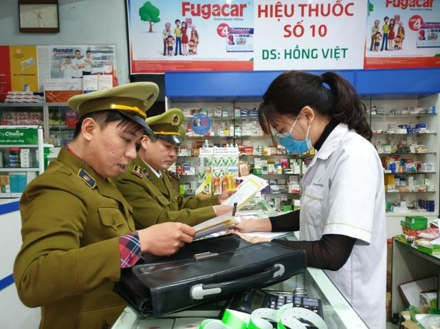Xử phạt một loạt nhà thuốc tăng giá khẩu trang, găm hàng không chịu bán - 1