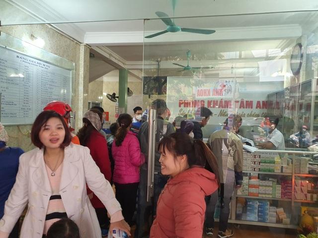 Xử phạt một loạt nhà thuốc tăng giá khẩu trang, găm hàng không chịu bán - 2